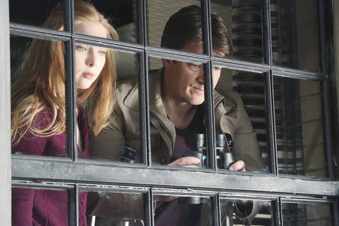 Anfangs ist Alexis (Molly C. Quinn, l.) nicht sonderlich begeistert, dass ihr Vater (Nathan Fillion, r.) die Nachbarn ausspioniert, doch schon bald... - Bildquelle: ABC Studios