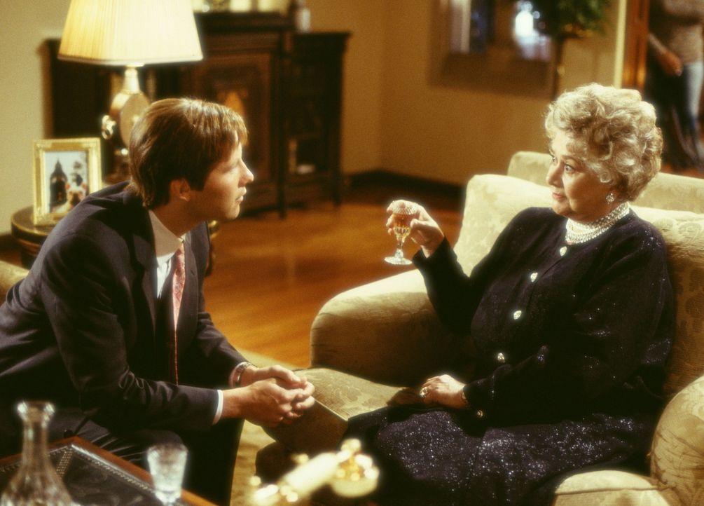 Geraten in einen liebenswerten Wirbelwind: Todd Gendler (Michael Rosenbaum, l.) und die milliardenschwere Mrs. Arness (Joan Plowright, r.) ? - Bildquelle: Touchstone Pictures