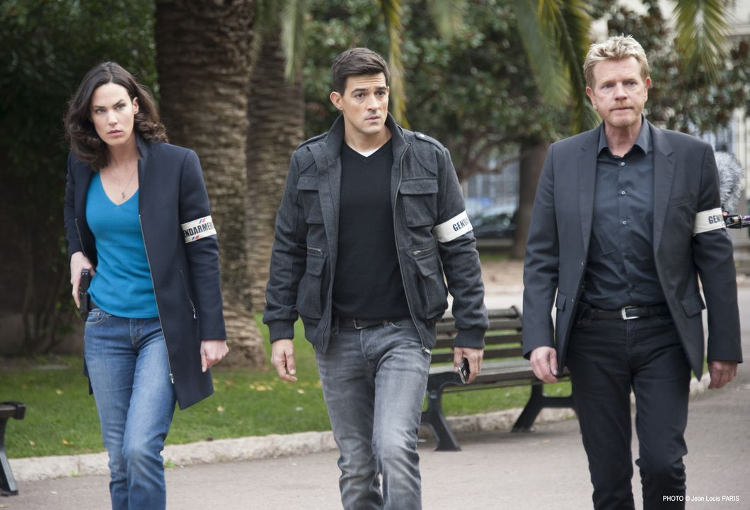 Der Polizist Luc (Jean-Pascal Lacoste, M.) kommt an die Riviera, um eine Zeugin zu übergeben, doch dann wird der Sicherheitsbeamte, der die Zeugin i... - Bildquelle: Jean Louis PARIS