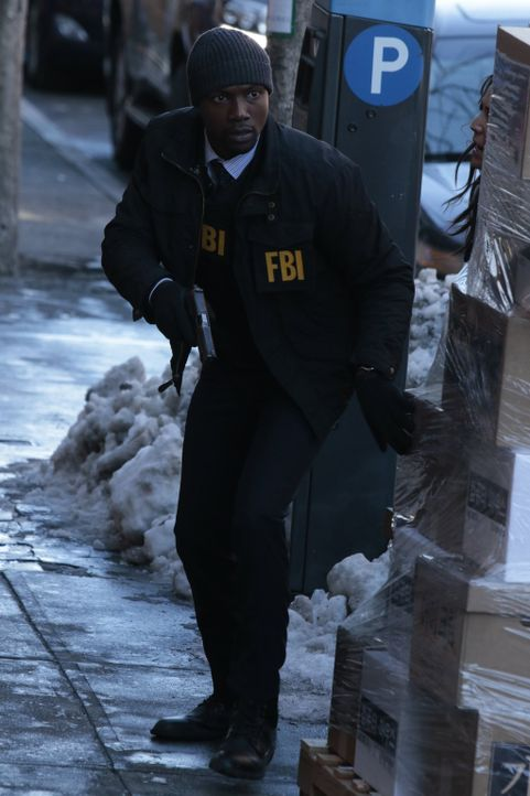 Erst massive kriminelle Probleme lassen Weller - vorerst - vergessen, dass Reade (Rob Brown) mit seiner Schwester Schluss gemacht hat ... - Bildquelle: Warner Brothers