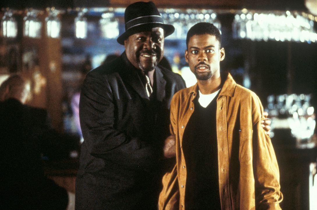 Komiker Lance (Chris Rock, r.) und sein Kumpel Whitney Daniels (Frankie Faison, l.) ... - Bildquelle: Paramount Pictures