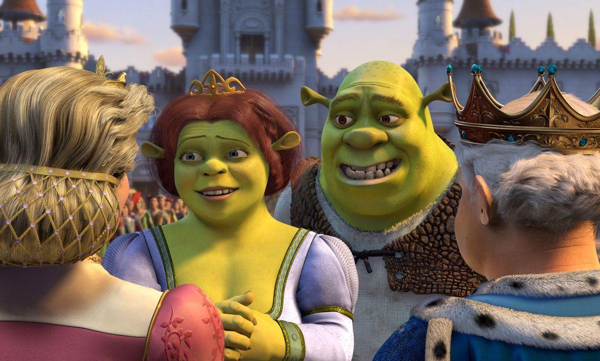 """Nach ihrer Hochzeit geht's für Shrek, r. und Fiona, l. erst mal zum Antrittsbesuch zu Fionas Eltern ins Königreich """"Far Far Away"""". Diese jedoch ha... - Bildquelle: DreamWorks SKG"""