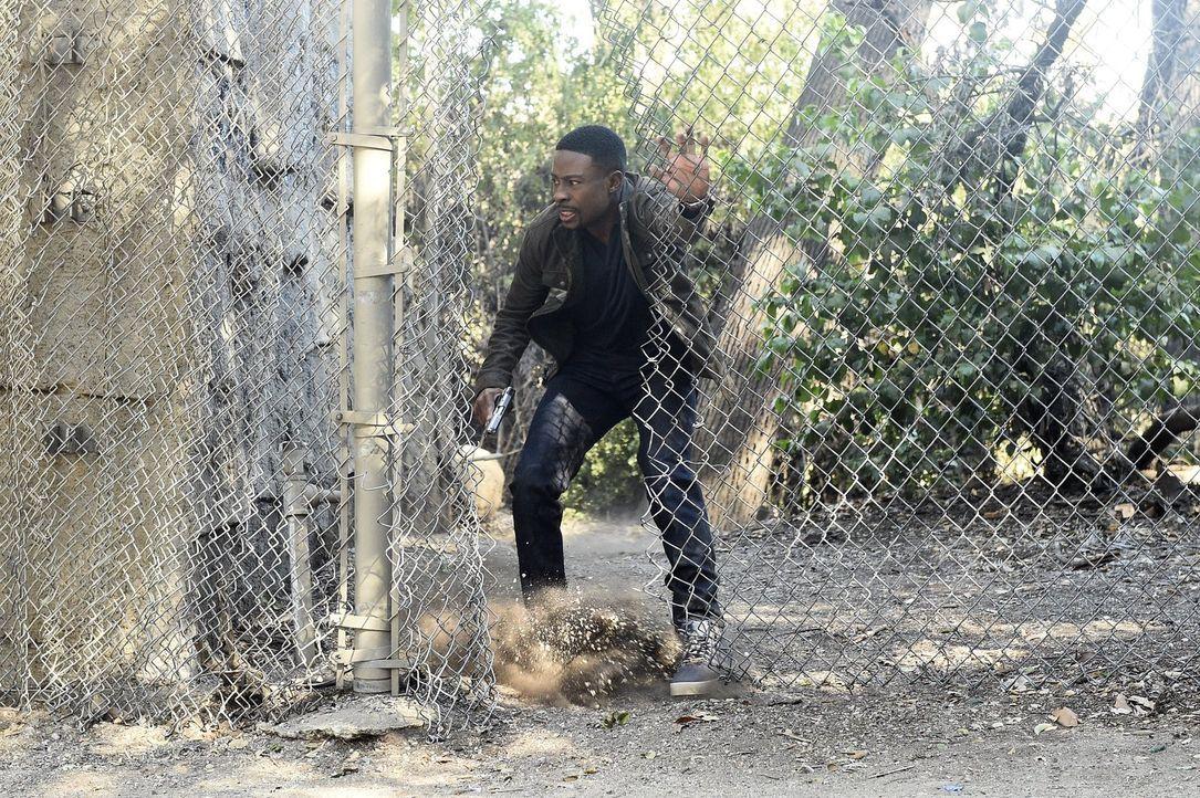Als ein junger Graffitikünstler Zeuge eines Mordes wird ist er in großer Gefahr. Carter (Justin Hires) und Lee müssen ihn finden, um ihn zu beschütz... - Bildquelle: Warner Brothers