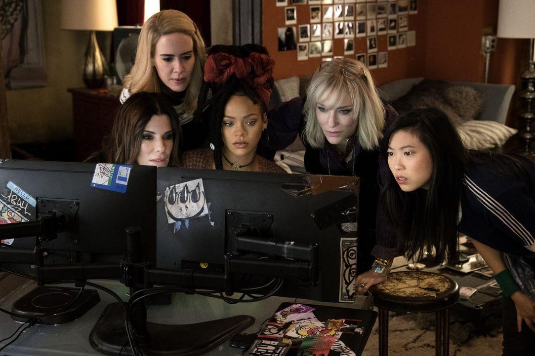 (v.l.n.r.) Debbie Ocean (Sandra Bullock); Tammy (Sarah Paulson); Nine Ball (Rihanna); Lou Miller (Cate Blanchett); Constance (Awkwafina) - Bildquelle: 2018 Warner Bros. Entertainment Inc., Village Roadshow (BVI) Limited.