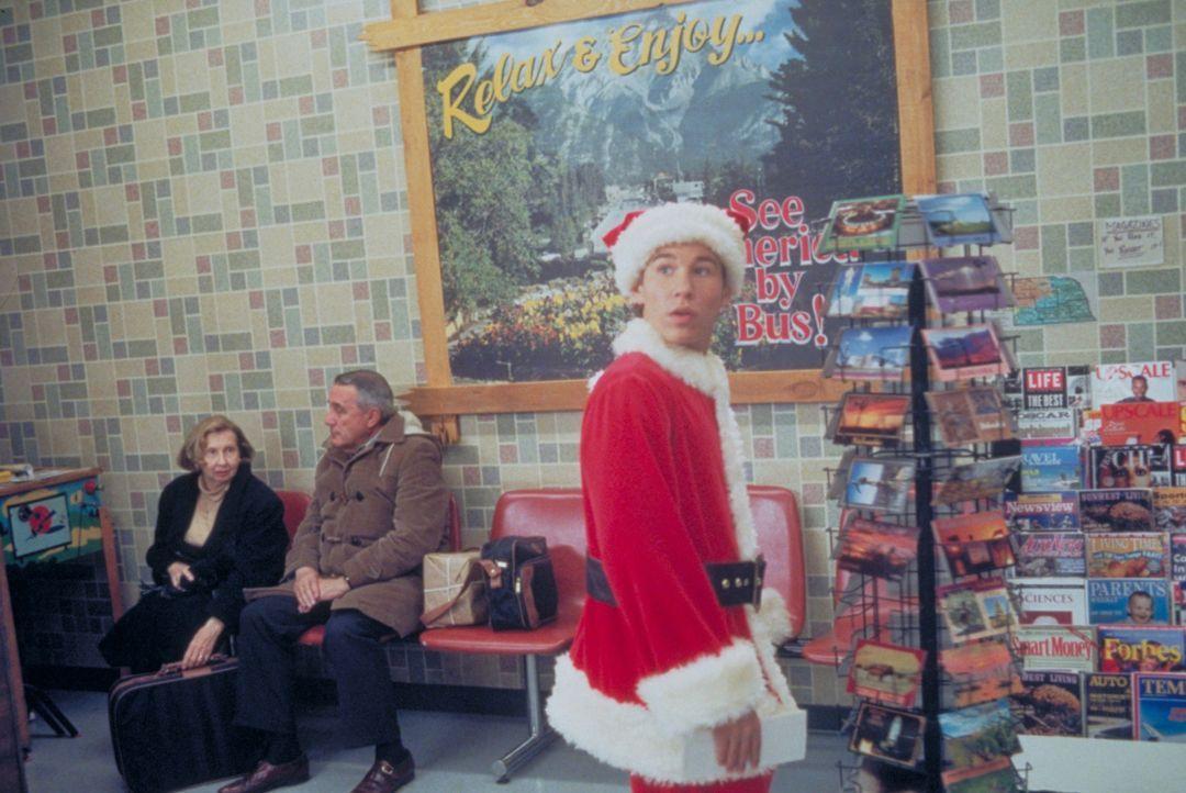 Weil er sich nicht mit seiner Stiefmutter versteht, hat Jake (Jonathan Taylor Thomas) seit dem Tod seiner Mutter kein Weihnachtsfest mehr zu Hause i... - Bildquelle: Alan Markfield Disney Enterprises Inc./Alan Markfield