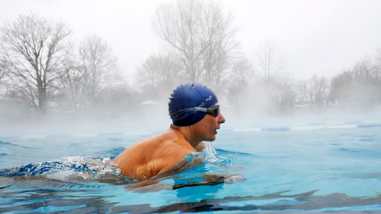 winterspecial-schwimmen-11-01-28-dpa - Bildquelle: dpa