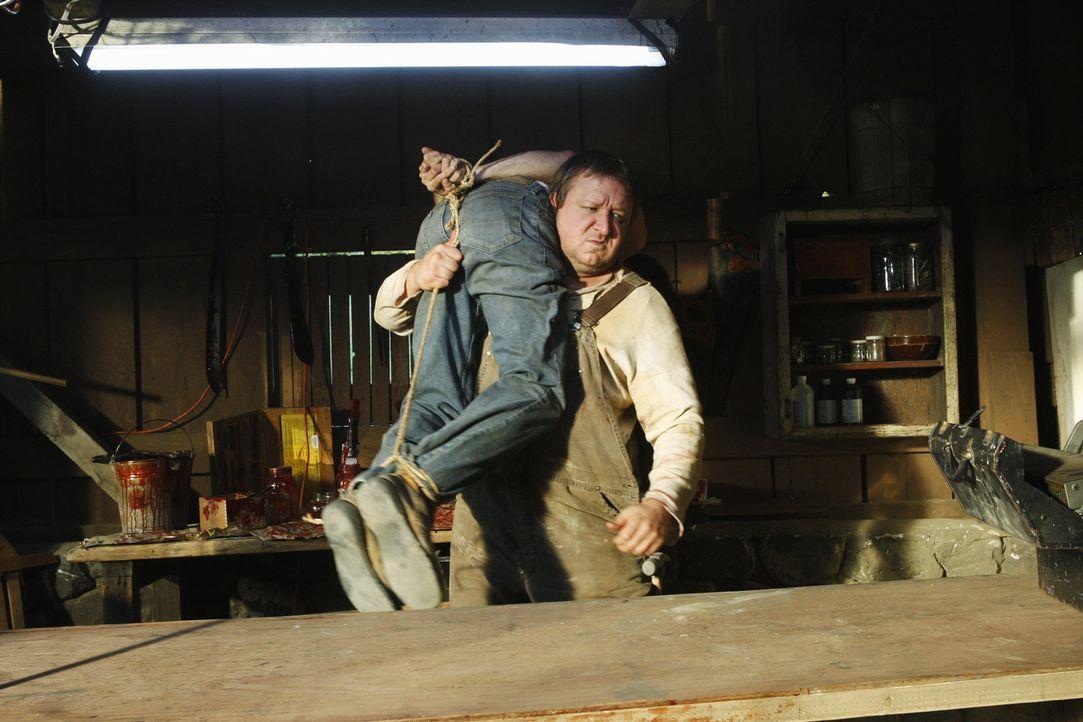 Lucas Turner (Paul Rae) geistig zurück geblieben, handelt im Auftrag seines Bruders, Mason Turner. Das BAU-Team ist ihm auf den Fersen ... - Bildquelle: Touchstone Television