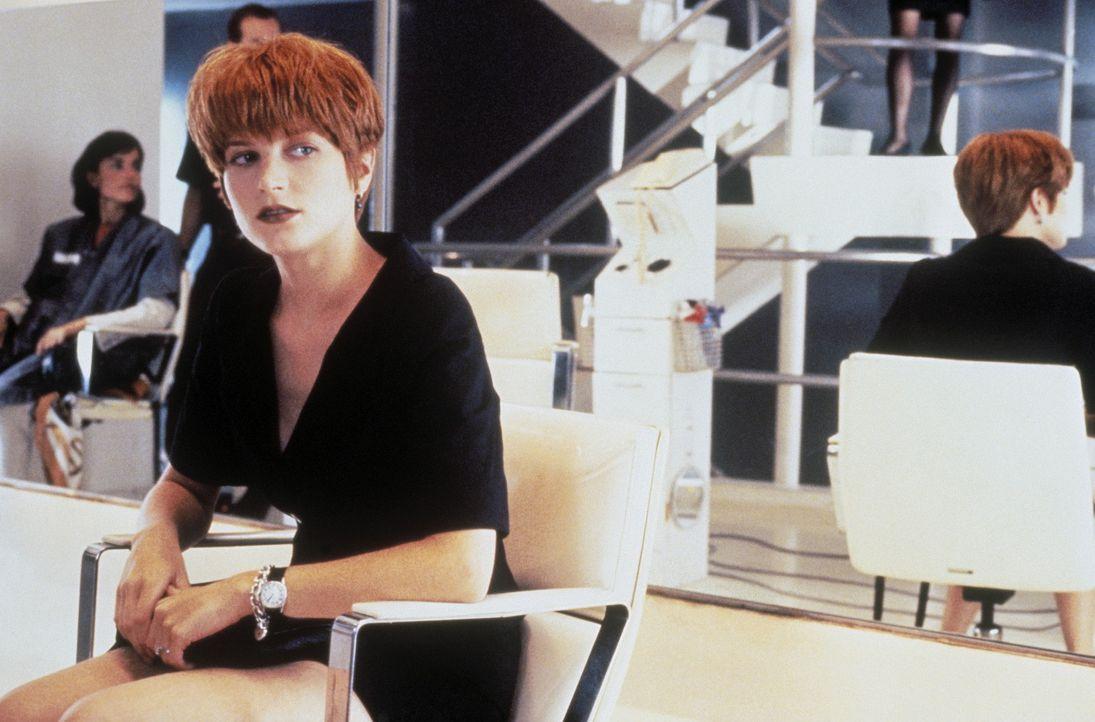 Eines Tages nimmt die hübsche Software-Expertin Allison (Bridget Fonda) eine Mitbewohnerin in ihrer geräumigen Wohnung auf. Ein fataler Fehler ... - Bildquelle: Columbia Pictures