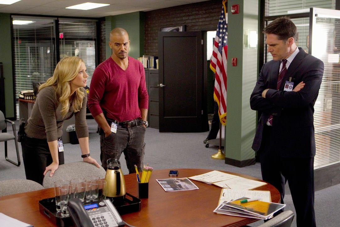 Ermitteln in einem neuen Mordfall: JJ (A. J. Cook, l.), Morgan (Shemar Moore, M.) und Hotch (Thomas Gibson, r.) ... - Bildquelle: ABC Studios