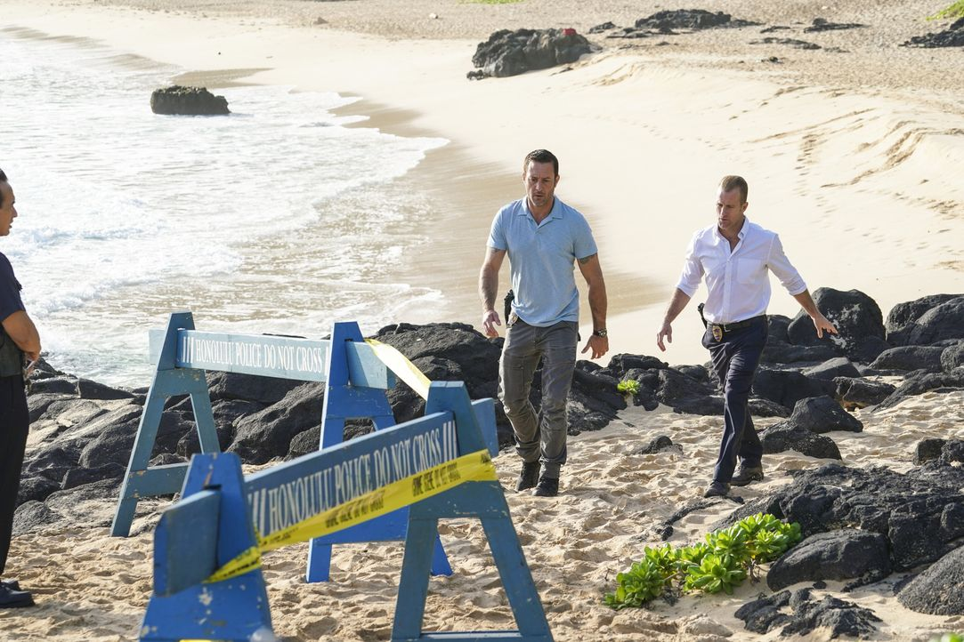 Steve McGarrett (Alex O'Loughlin, l.); Danny Williams (Scott Caan, r.) - Bildquelle: Karen Neal 2018 CBS Broadcasting, Inc. All Rights Reserved.
