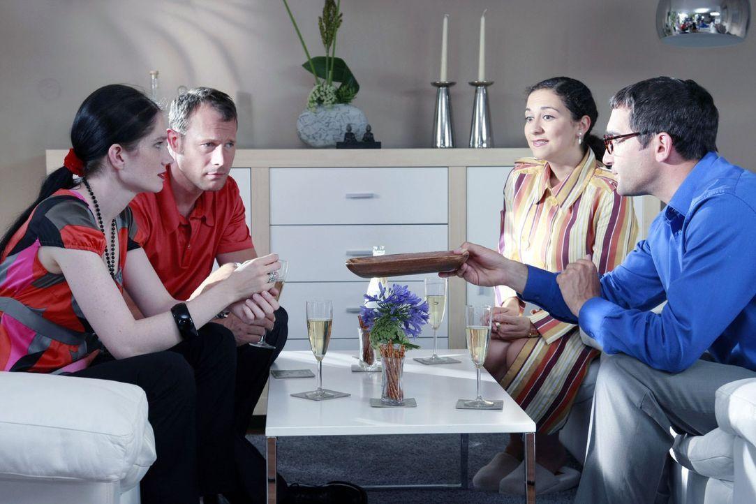 Gemütliches Zusammensitzen und ungezwungenes Plaudern ergibt unter Freunden garantiert einen gelungenen Abend. Allerdings sind entspannte Gastgeber... - Bildquelle: Guido Engels Sat.1