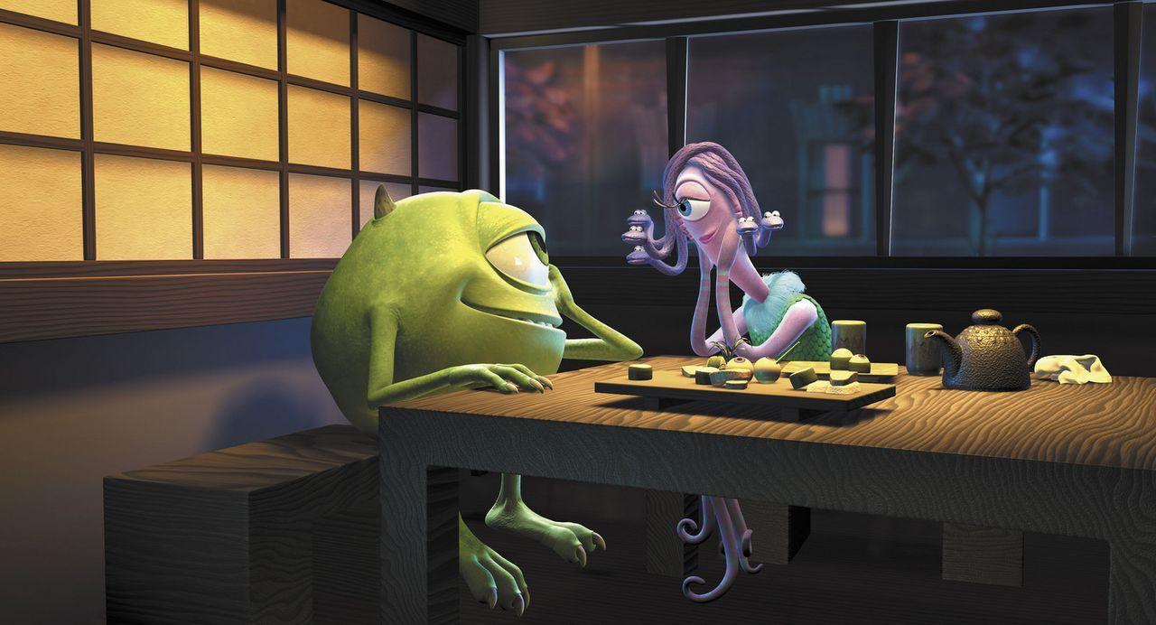 """""""Schau mir in das Auge, Kleines!"""": Mike (l.) und seine geliebte Celia (r.) schweben auf Wolke Sieben ... - Bildquelle: Buena Vista Pictures"""