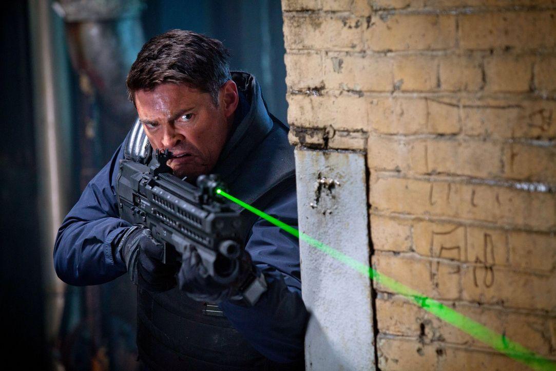 Nachdem sein Partner in einem Feuergefecht getötet wurde, sucht Detective John Kennex (Karl Urban) verzweifelt nach den Schützen ... - Bildquelle: Warner Bros. Television