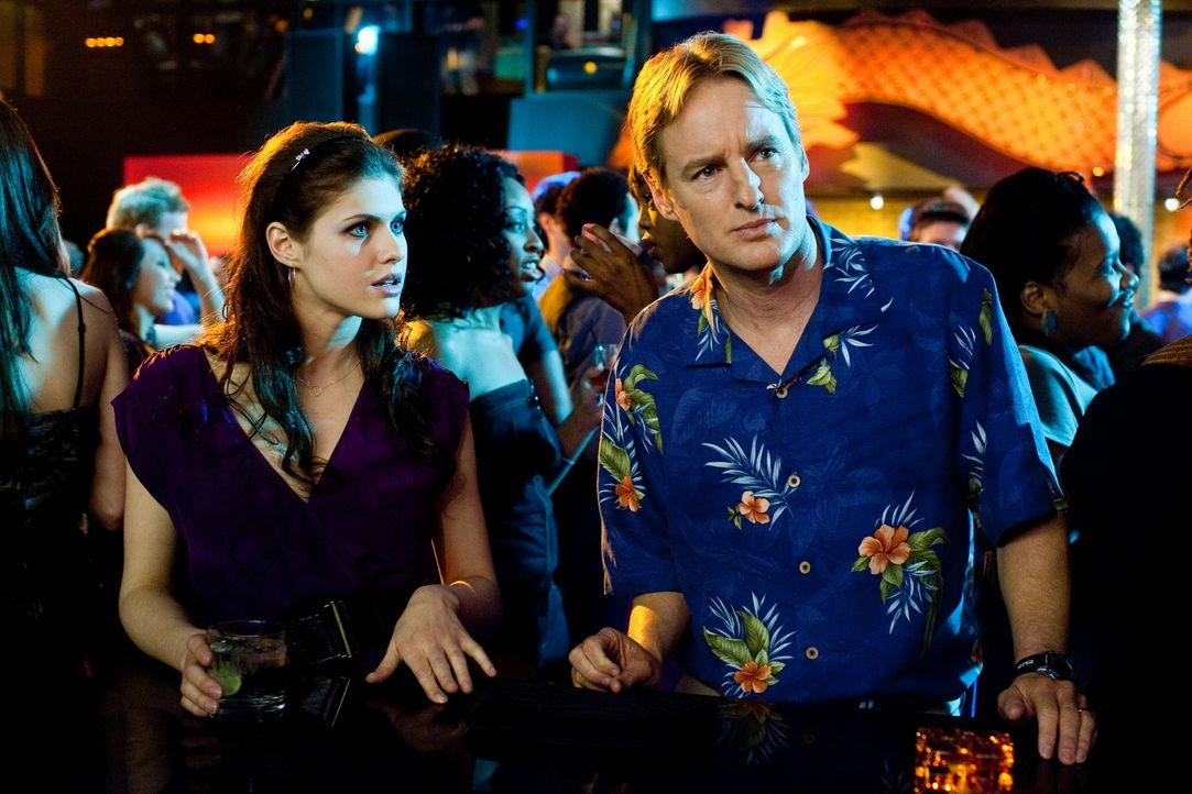 Paige (Alexandra Daddario, l.);  Rick (Owen Wilson, r.) - Bildquelle: Warner Bros.