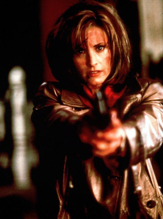 In dem friedlichen Städtchen Woodsboro geht ein geheimnisvoller, maskierter Mörder um. Die Bevölkerung ist wie gelähmt vor Angst, doch für die sensa... - Bildquelle: Dimension Films