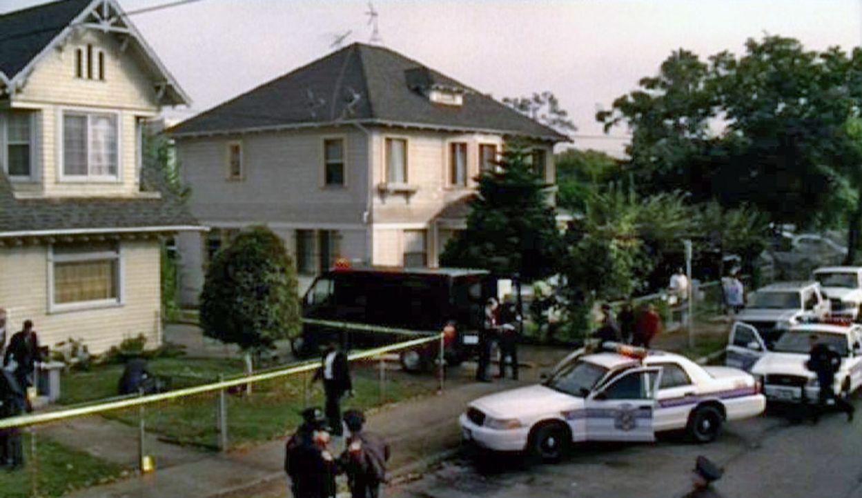 Im Haus der Familie DiMarco werden zwei verstümmelte Leichen gefunden - ein Fall für die Spezialeinheit des FBI ... - Bildquelle: Touchstone Television