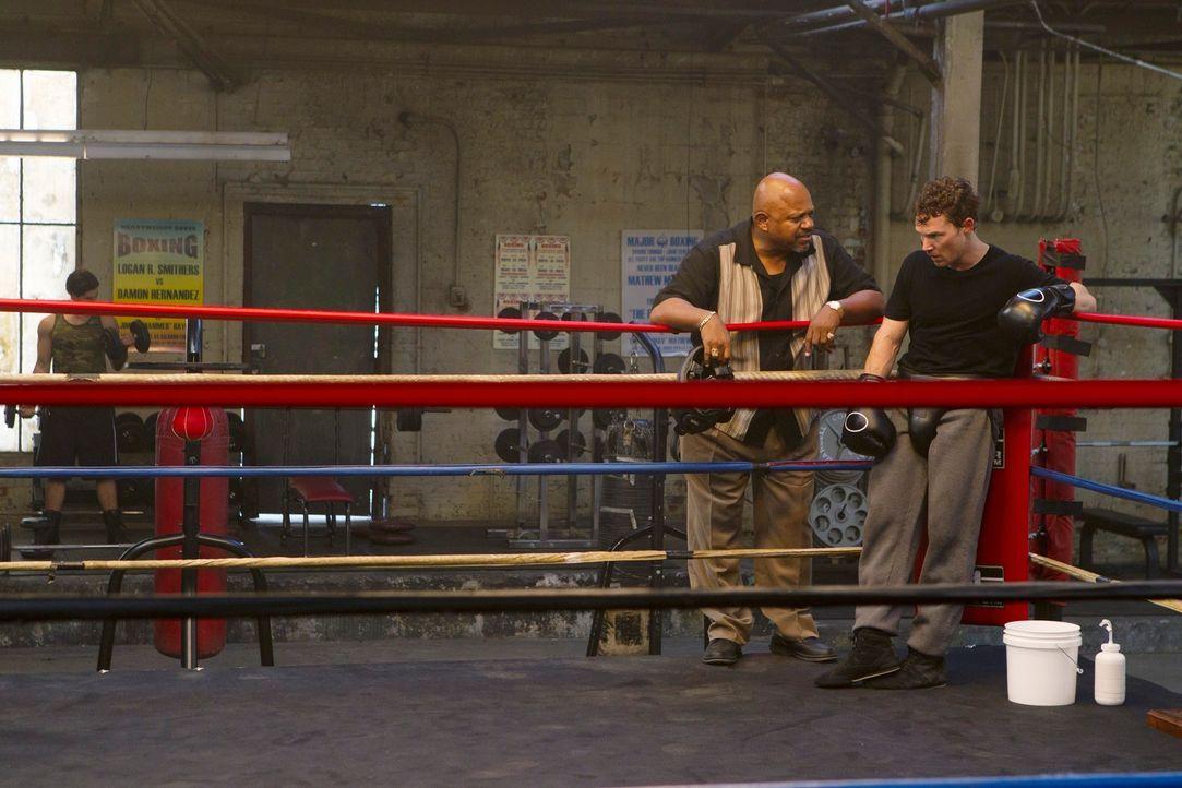Haben Jimmy Hall (Shawn Hatosy, r.) und Tony Cole (Charles S. Dutton, l.) etwas mit den brutalen Morden in Philadelphia zu tun? - Bildquelle: ABC Studios