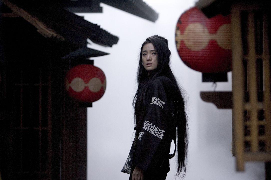 Im Zweiten Weltkrieg werden die Geisha-Häuser aufgelöst, vielen Geishas bleibt nichts anderes übrig, als sich ihren Lebensunterhalt als Prostituiert... - Bildquelle: 2005 Sony Pictures Television International.