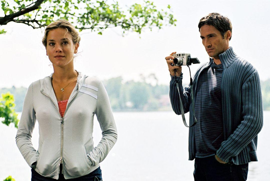 Bei der Vorbereitung seiner Hochzeit mit Karen fühlt sich Hannes (Benjamin Sadler, r.) immer stärker zu Nina (Muriel Baumeister, l.), der Besitzer... - Bildquelle: Sat.1
