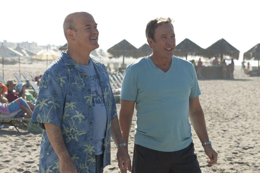 Während seines Mexiko-Urlaubes mit seinem Freund Lipschutz (Larry Miller, l.) lässt sich Henry (Tim Allen, r.) auf eine neue, gefährliche Sportar... - Bildquelle: Koch Media GmbH, Six Wives, LLC.