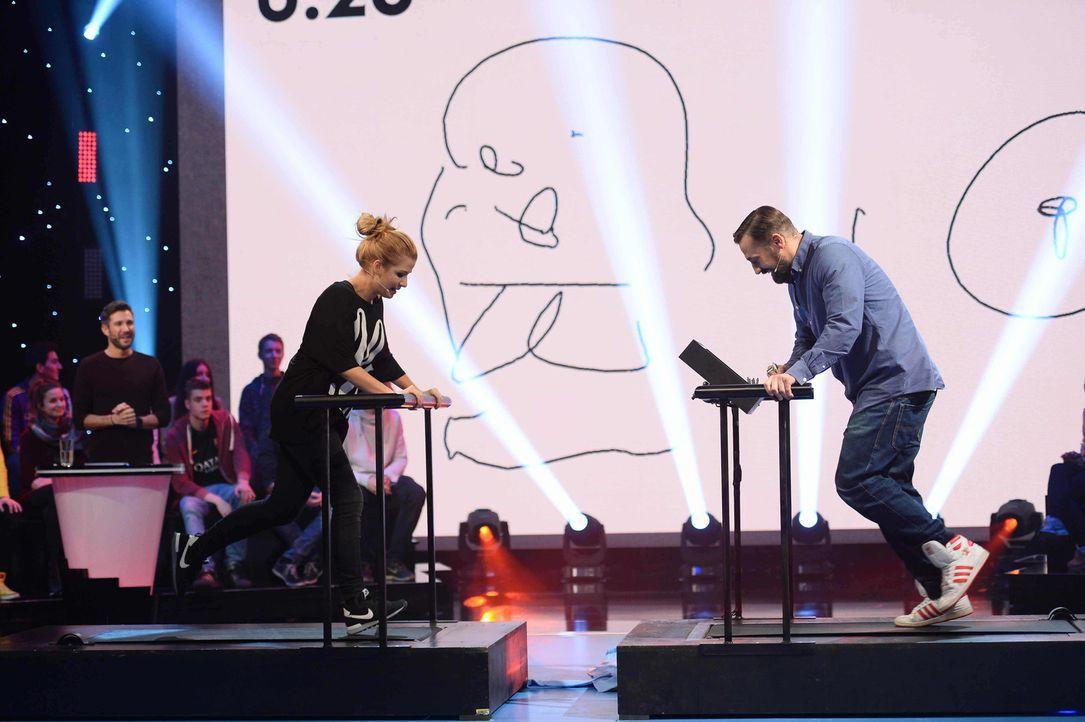 """Wie schneiden Susan Sideropoulos (l.) und Bürger Lars Dietrich (r.) beim Spiel """"Fitness-Maler"""" ab? - Bildquelle: Willi Weber SAT.1"""