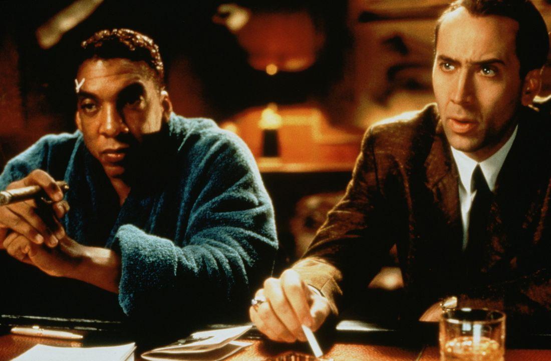 Während eines Boxkampfes von Lincoln Taylor (Stan Shaw, l.) wird der Verteidigungsminister erschossen. Der Cop Rick Santoro (Nicolas Cage, r.), der... - Bildquelle: Touchstone Pictures