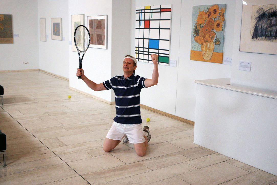 Und noch ein Sache, die Sie besser nicht tun sollten, wenn Sie in einem Museum sind... (Michael Kessler) - Bildquelle: Sat.1