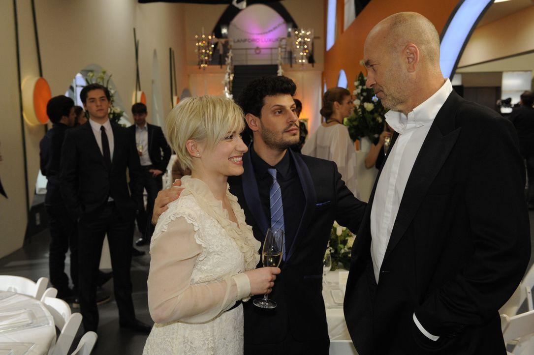 Luca und Olivia sind überzeugt, das Richtige getan zu haben. (v.l.n.r.) Kai (Frederic Böhle), Olivia (Kasia Borek), Luca (Manuel Cortez) und Bruno... - Bildquelle: SAT.1