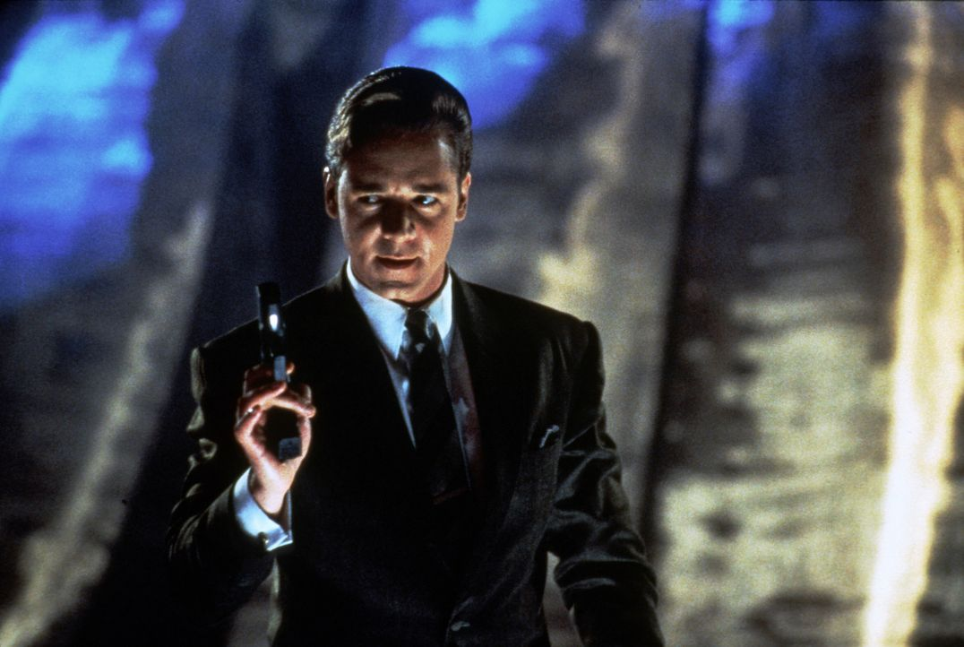 Der virtuelle Killer Sid 6.7 (Russell Crowe) entkommt dem Cyberspace und tritt in die reale Welt. Nun versetzt ganz L. A. in Angst und Schrecken ... - Bildquelle: Paramount Pictures
