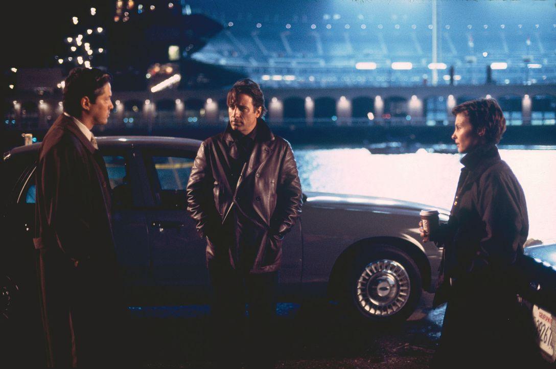 Lieutenant Tong (Russell Wong, l.) möchte, dass die Polizistin Jessica Shepard (Ashley Judd, r.) vorerst vom Dienst zurücktritt. Ihr Kollege, Mike... - Bildquelle: Paramount Pictures