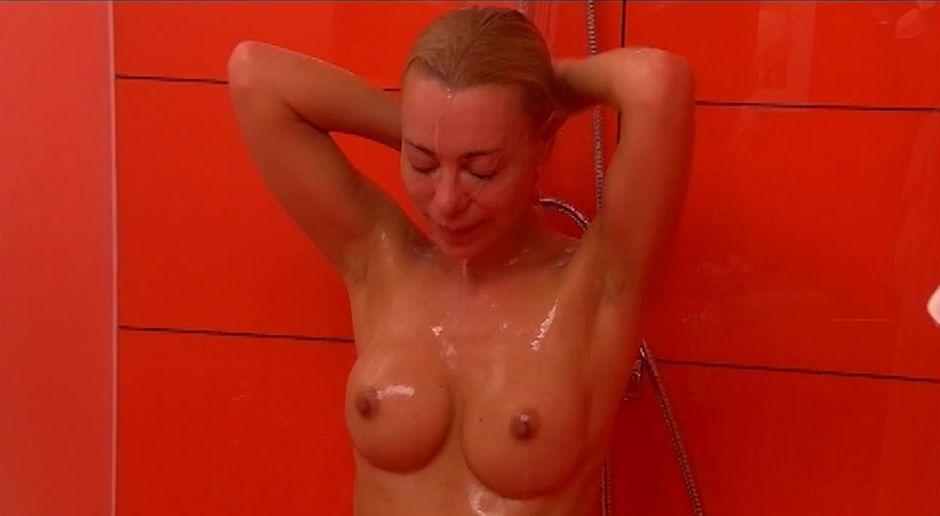 Frauen nackt unter der Dusche