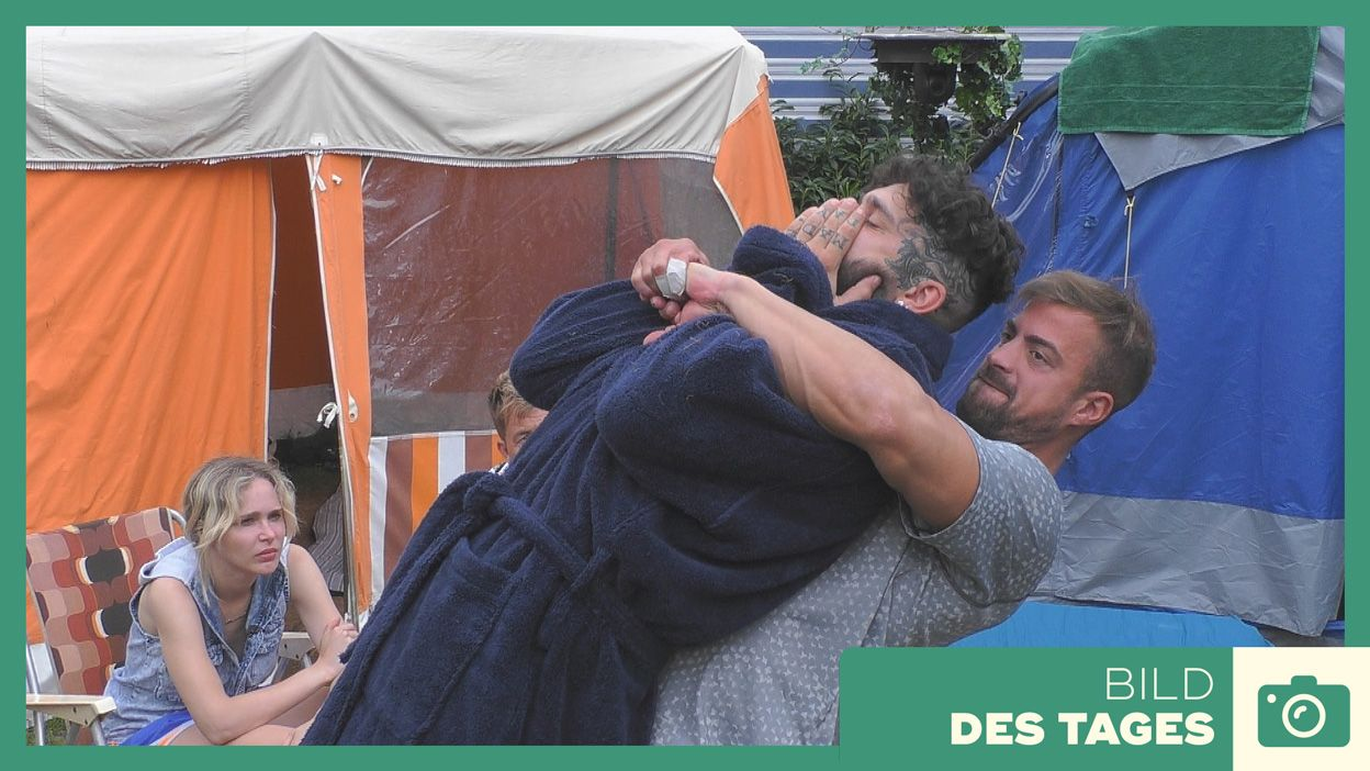 """Promi Big Brother"" 2019: Tobi renkt Chris ein - Tag 3 - Bildquelle: SAT.1"