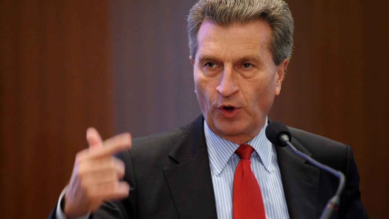 Guenter-Oettinger-12-05-17-Andrzej-Hrechorowicz-PAP - Bildquelle: Andrzej Hrechorowicz/dpa