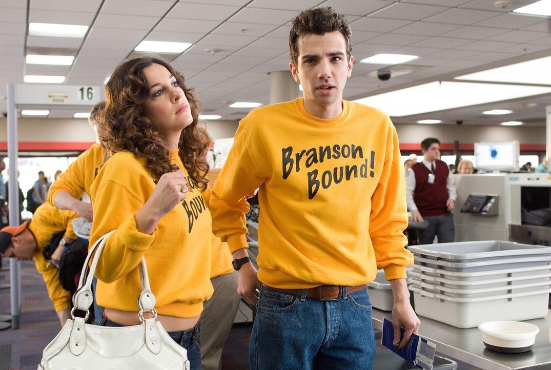Nachdem er Molly verlassen hat, weil sie angeblich zu perfekt für ihn ist, kommt Kirk (Jay Baruchel, r.) wieder mit seiner Ex Marnie (Lindsay Sloan... - Bildquelle: 2009 DREAMWORKS LLC.  All Rights Reserved.