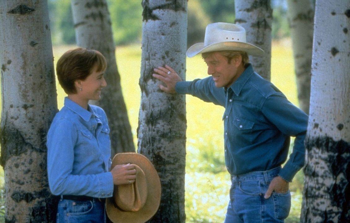 Der Pferdeflüsterer Tom Booker (Robert Redford, r.) ist ein harter Brocken - auch für die glücklich verheiratete Als Annie MacLean (Kristin Scott... - Bildquelle: Touchstone Pictures