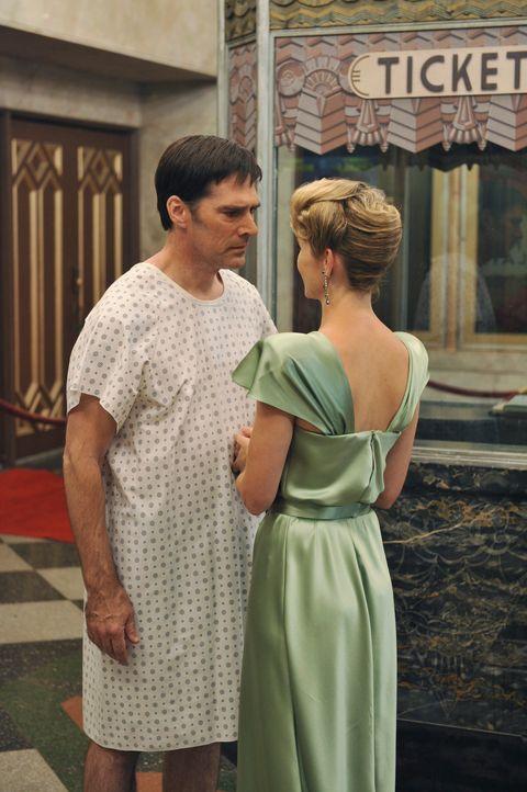 Während Hotch (Thomas Gibson, l.) Visionen von seiner verstorbenen Ehefrau Haley (Meredith Monroe, r.) hat, ermittelt Morgan, Reid, JJ, Rosi und Ale... - Bildquelle: ABC Studios