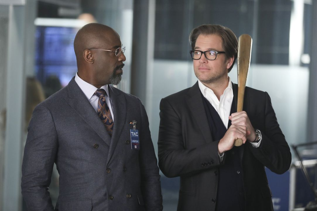 Ein neuer Fall für Dr. Jason Bull (Michael Weatherly, r.): Er soll vor Gericht den hochkarätigen Anwalt Jules Caffrey (Isaiah Washington, l.) unters... - Bildquelle: 2016 CBS Broadcasting, Inc. All Rights Reserved