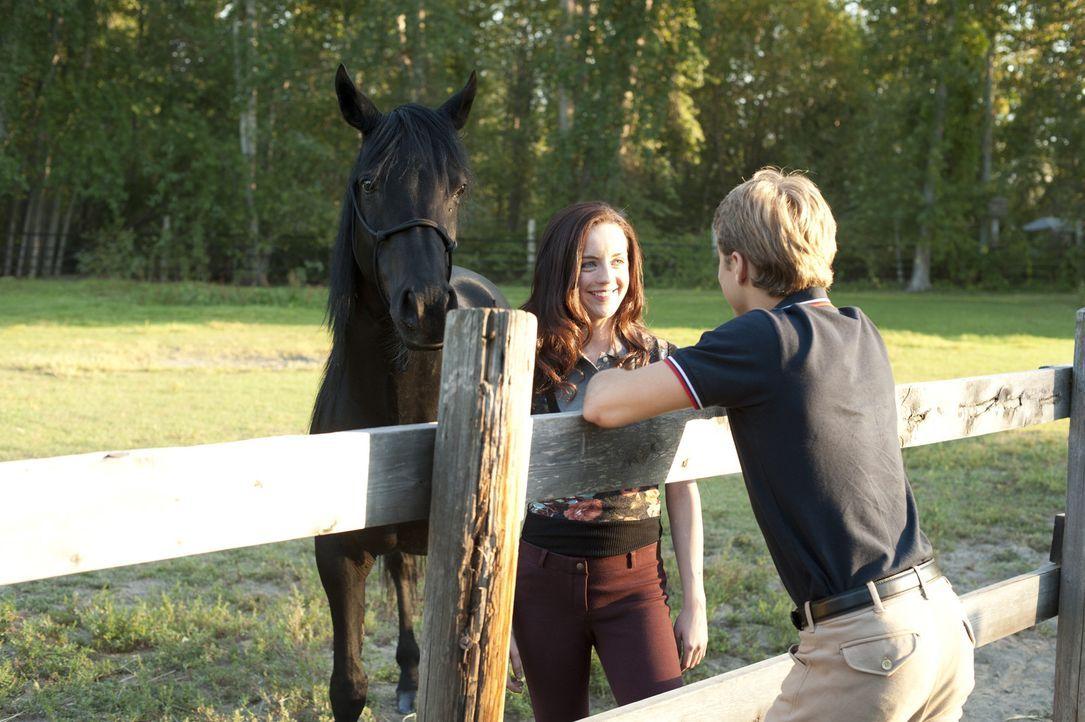 Die gemeinsame Pferdeleidenschaft bringt die Teenager Kelly (Kacey Rohl, l.) und Briggs (Max Lloyd-Jones, r.) näher. Er glaubt fest daran, dass Kell... - Bildquelle: 2012 Twentieth Century Fox Film Corporation. All rights reserved.