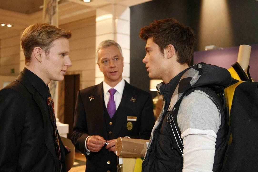 Philip (Philipp Romann, l.) und Marcel (Thomas Engel, M.) ahnen noch nicht, wer Moritz (Eugen Bauder, r.) ist ... - Bildquelle: SAT.1