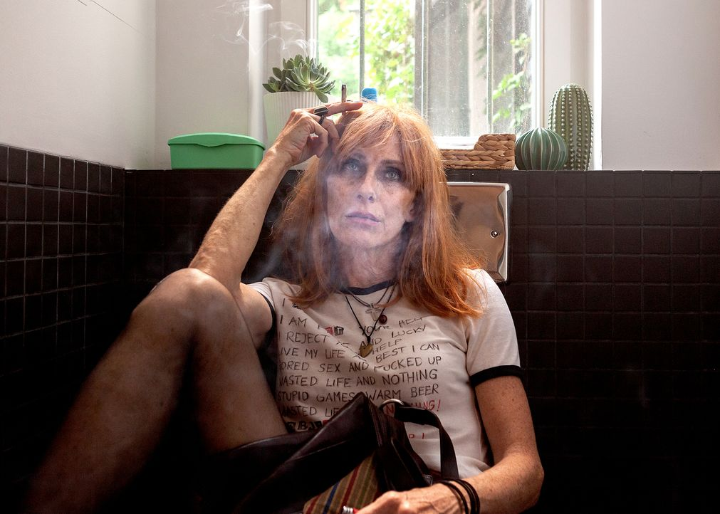 Ist die chaotische Rockerin Lola (Andrea Sawatzki) wirklich bereit für eine Schwangerschaft? - Bildquelle: Daniel Schmid SAT.1/Daniel Schmid