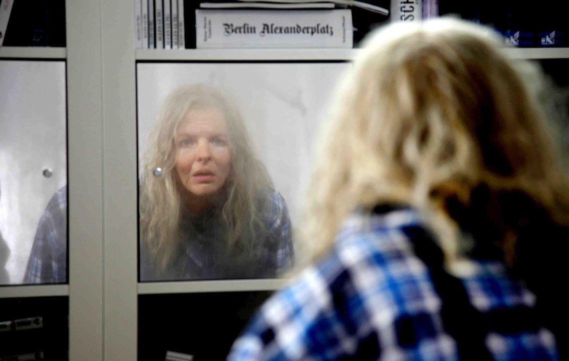 Über Nacht mutiert die attraktive, ehrgeizige Designerin Melanie (Yvonne Catterfeld) in eine alte Greisin. Und dies direkt vor der größten Chance... - Bildquelle: SAT.1