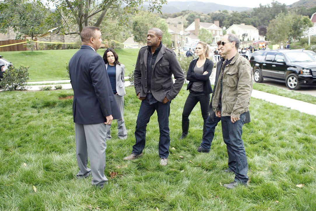 Das Team um Sam (Forest Whitaker, 3.v.l.), Beth (Janeane Garofalo, 2.v.l.), Gina (Beau Garrett, 3.v.r.), John (Michael Kelly, r.) und Mick (Matt Rya... - Bildquelle: ABC Studios