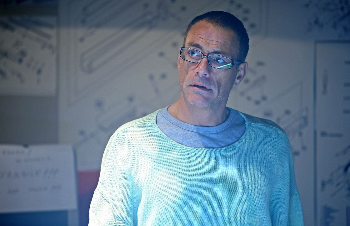 Sein Zielobjekt agiert gnadenlos und seine Auftraggeber wollen ihn lieber tot als lebendig wissen: Profikiller Brazil (Jean-Claude Van Damme) ... - Bildquelle: 2011 Destination Films Distribution Company, Inc. All Rights Reserved.