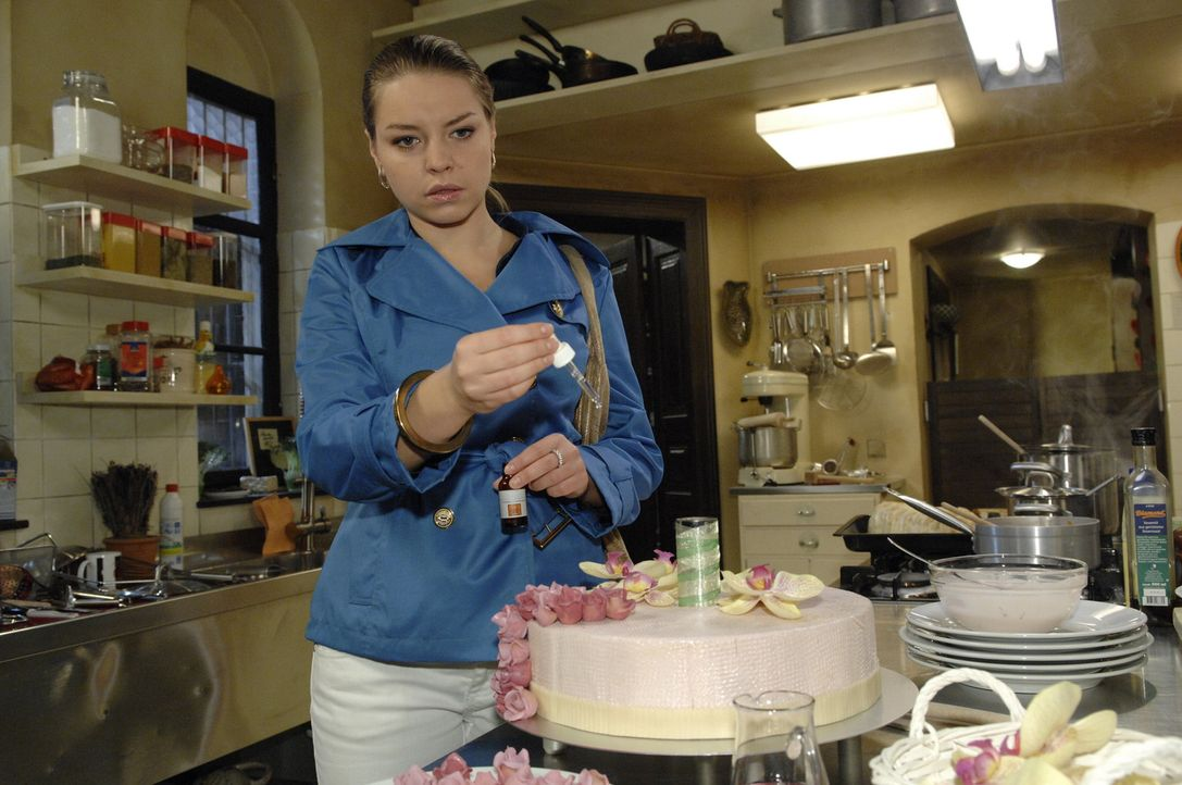 Als Katja (Karolina Lodyga) scheinbar wieder bei Sinnen ist, entschuldigt sie sich bei Anna und Jonas für ihr Verhalten. Das nährt Annas Hoffung,... - Bildquelle: Sat.1