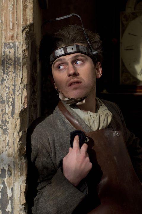 Weil ihm in der Vergangenheit Unrecht getan wurde, macht sich The Laugh (Keir O'Donnell), ein Verrückter mit einer unheimlichen, durchdringenden La... - Bildquelle: 2009 Warner Bros.