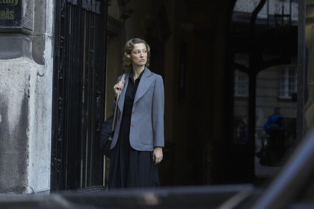 Die Balletttänzerin Lilli (Alexandra Maria Lara) ahnt nicht, dass die CIA heimlich Wanzen in ihrer Wohnung platziert hat ...