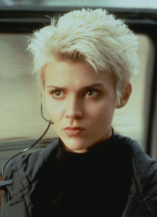 Stille Wasser sind bekanntlich tief: Die schöne Vaughn (Hudson Leick) ist eine skrupellose Terroristin ... - Bildquelle: Warner Bros.