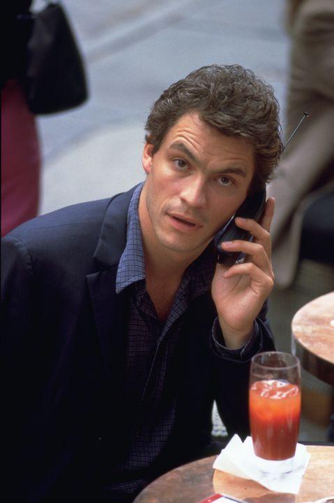 Die Achterbahnfahrt zwischen Clubs, Bars und Hangover teilt Gwen mit ihrem Freund Jasper (Dominic West) - er ist attraktiv, hat eine magnetische Aus... - Bildquelle: 2003 Sony Pictures Television International