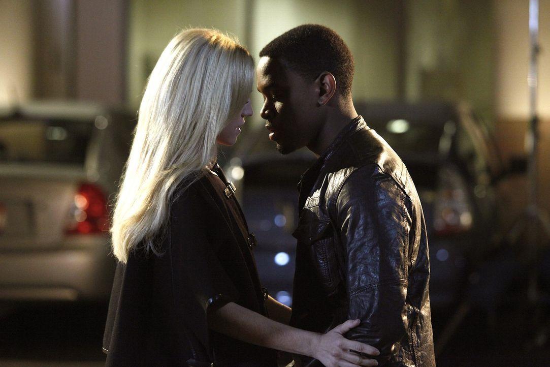 Kommen sich näher: Malcolm (Aml Ameen, r.) und Jenna (Brittany Snow, l.) ... - Bildquelle: Warner Bros. Television