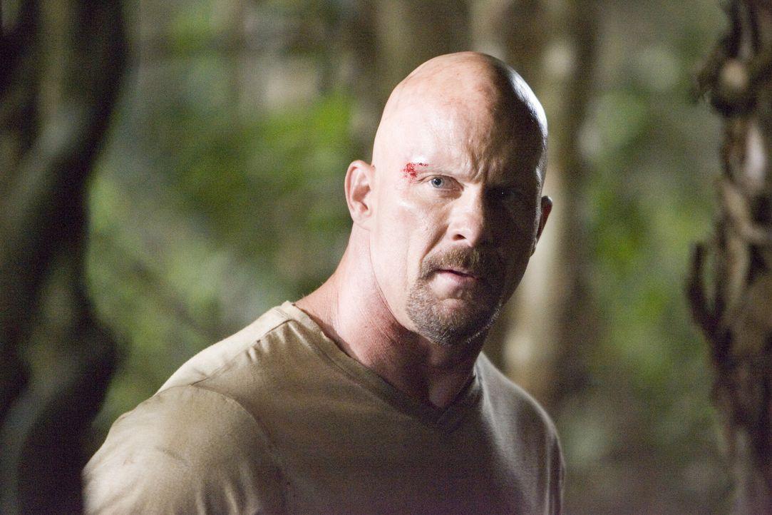 Wie neun weitere zum Tode verurteilte Schwerverbrecher wird Conrad (Steve Austin) auf eine abgelegene Insel gebracht, wo sich die Gangster vor laufe... - Bildquelle: 2007 WWE Films, Inc. All Rights Reserved.